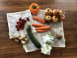 Obst und Gemüse in rebeuteln
